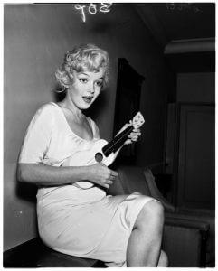 Marilyn Monroeo et son ukulélé