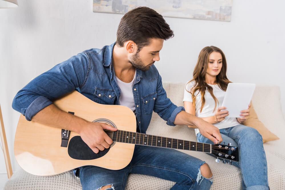 Accordeur de guitare en ligne [GRATUIT]